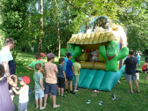 Le CMEJ est à l'initiative de la fête de la jeunesse à base de jeux aux parc Lefrançois pour marquer le début des vacances scolaires d'été