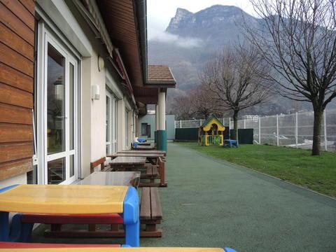 Crèche de Voreppe, une terrasse pour pofiter des beaux jours