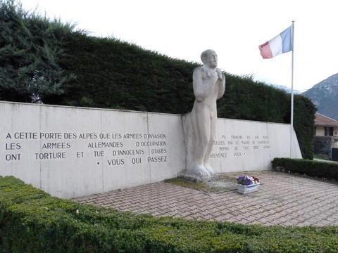 Monument aux morts, avenue Chapays